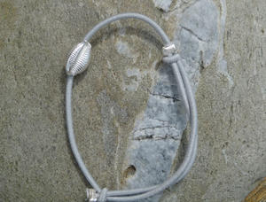 Bracelet grain de cafe coquillage gris clair